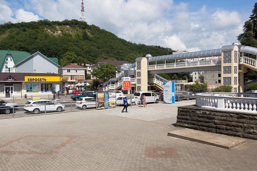 Вид на Лазаревское от ж/д вокзала