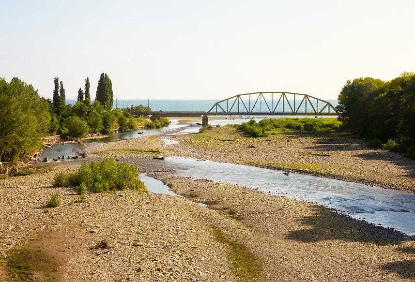 Река Аше, впадающая в Черное море