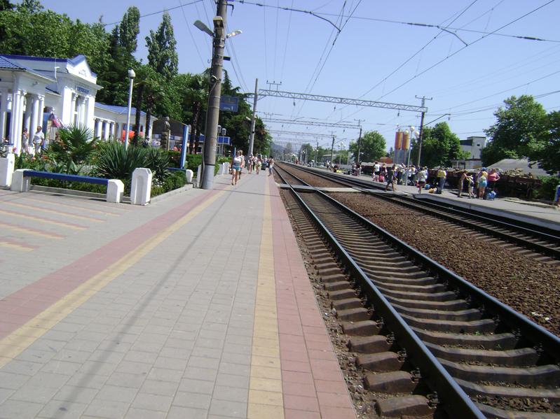 платформа жд вокзала Лазаревская