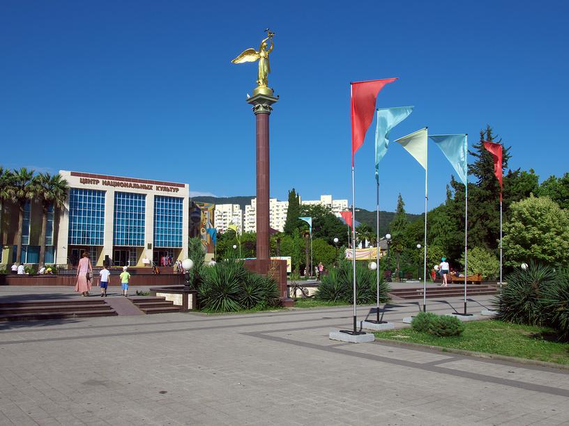 Площадь перед центром национальных культур Лазаревское
