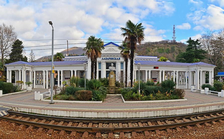 Здание железнодорожного вокзала Лазаревское