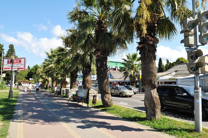 Одна из улиц Лазаревского