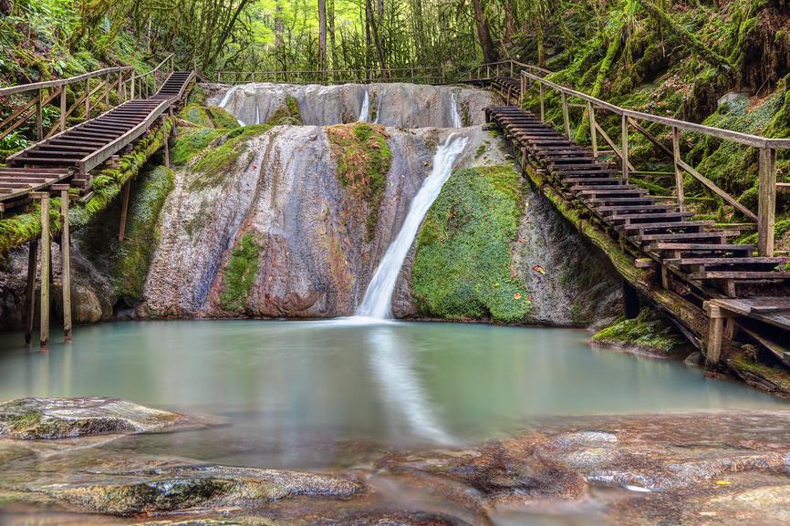 Вид на небольшой водопад - 33 водопада
