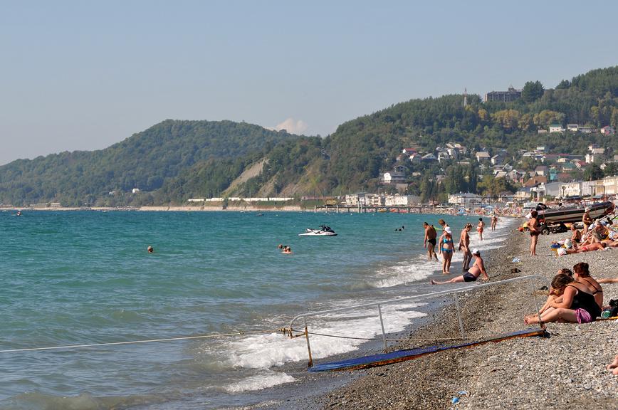 Пляж курортного поселка Лоо