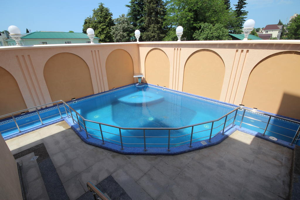 бассейн в Отеле Золотая Империя Лазаревское